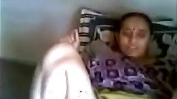 INDIAN AUNTY SKULNER GIVES GOOD FACIAL SEX