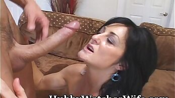 Mature housewife lady offers her thighs to young guys