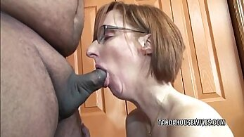 Big breasted housewife Suzanna pleases her lover with blowjob